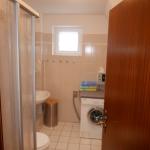 Dusche WC mit Münz-Waschmaschine