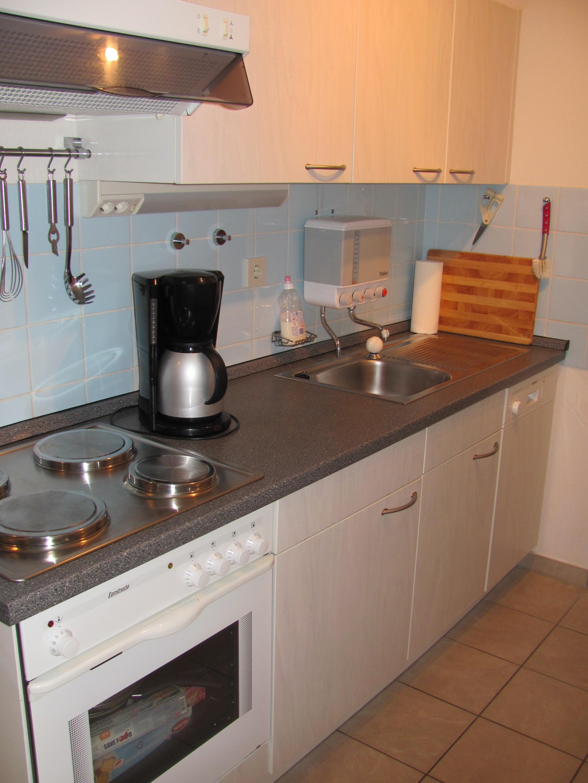 10 19 412 apartmenthaus monopol 412 2 personen for Kuchenzeile 2 10 m